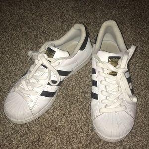 Adidas superstars!